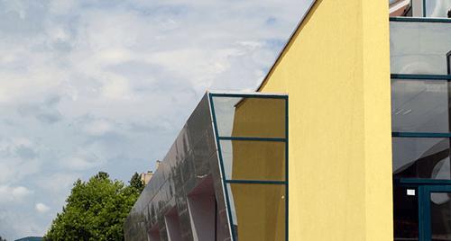 Ремонтни дейности - доставка и монтаж на дограма и окачени фасади